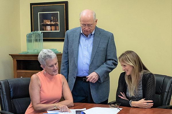 Jerry Summers, Laury Waltz, Kendra Hogan